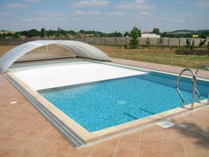 Kombinace zakrytí lamelami i odsuvnou střechou.