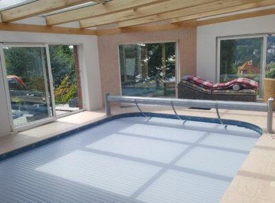 Bazény s oblými rohy mohou mít navíjení osazené i pevné bez pojezdu.
