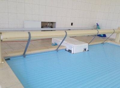 Dodatečně instalované navíjení na bazén se závěsnou filtrací Desjoyeux.