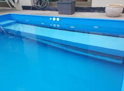 Polypropylenový bazén s navíjením krytým lavicí pro sezení a snazší vstup  do bazénu.