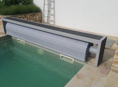 Standardní provedení lávky s výplní dřevoplastovými deskami.